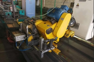 Fly pipe cutting machine for pipe cutting
